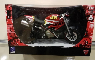 Model motocykla DUCATI Monster 796 No.46 1:12