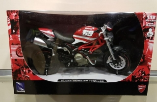 Model motocykla DUCATI Monster 796 No.69 1:12
